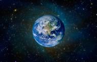 La terra è un globo sospeso nel vuoto