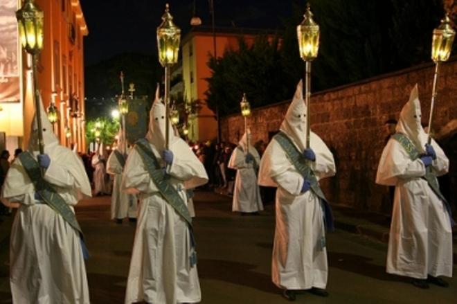 Perché esistono le processioni?